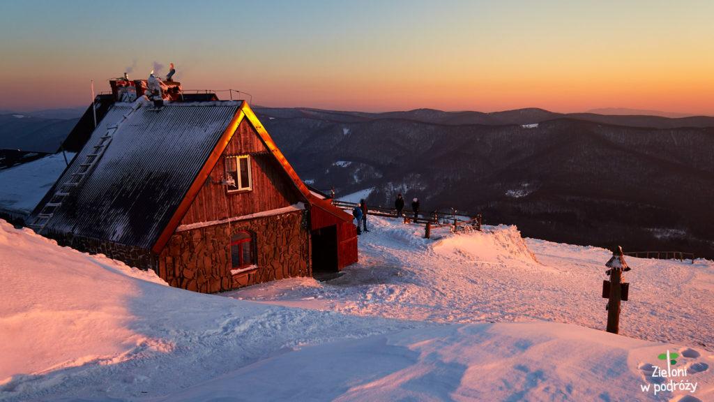 Chatka Puchatka zimą.