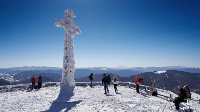 Na szczycie Tarnicy zimą.