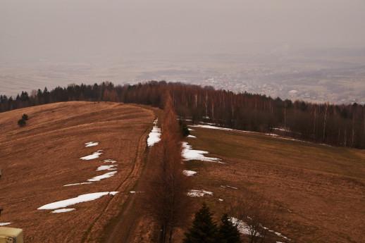 Ścieżka prowadząca na górę widziana z wieży