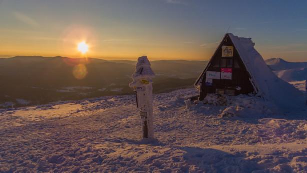 Słońce jest już naprawdę nisko i wkrótce obejrzymy swój pierwszy górski zachód słońca