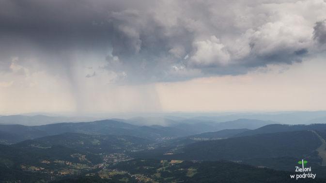 Deszcz obejmuje swoim zasięgiem kolejne rejony. Wkrótce zmoczy i nas