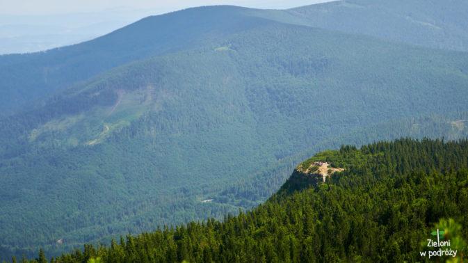 Dla odmiany widok na Sokolicę z górnych fragmentów szlaku