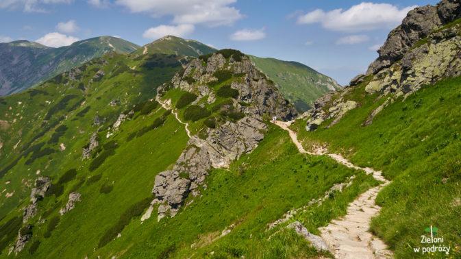 Szlak z Kasprowego na Kondracką wygląda przez długi czas mniej więcej tak
