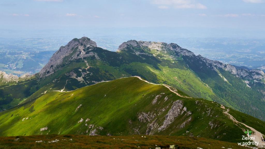 Widok z Kopy Kondrackiej w kierunku Giewontu.