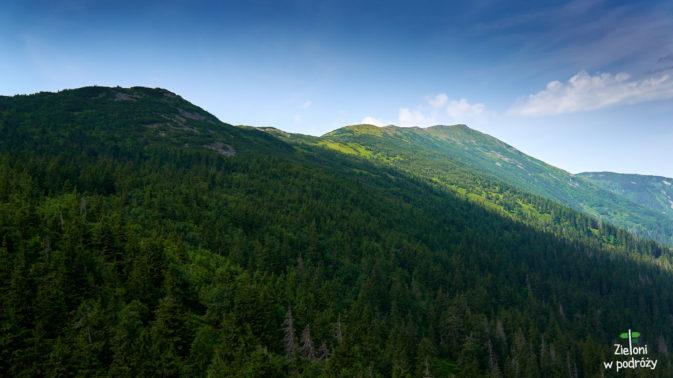 Widok z Sokolicy w kierunku naszego dalszego celu. Szczyt Babiej Góry najwyższy z prawej