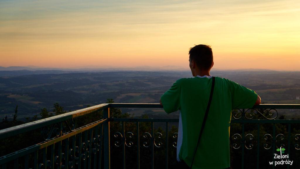 Cisza i spokój. O zachodzie Słońca wszystko wygląda lepiej. Nawet tak piękne widoki jak te poniżej nas.
