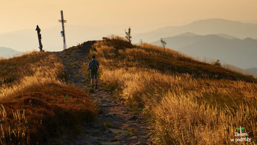 Ostatnie metry przed szczytem. Osiągnęliśmy Smerek i teraz czeka nas droga powrotna w stronę schroniska, a następnie Brzegów Górnych.