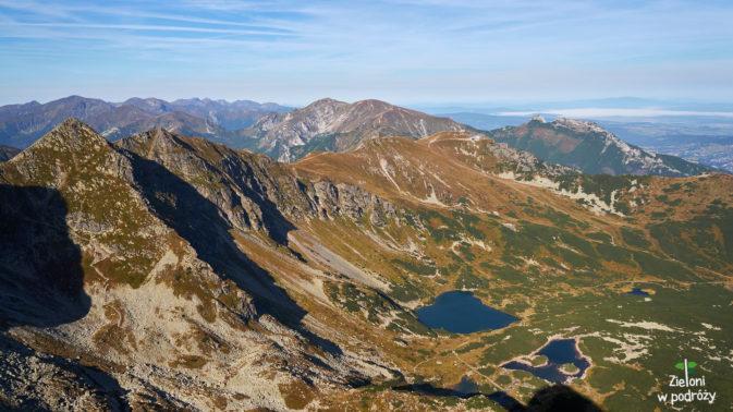 Widok na Tatry Zachodnie ze szczytu.