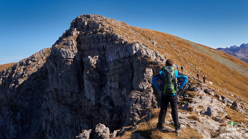 Imponująca ściana Krzesanicy widziana z okolic Ciemniaka.