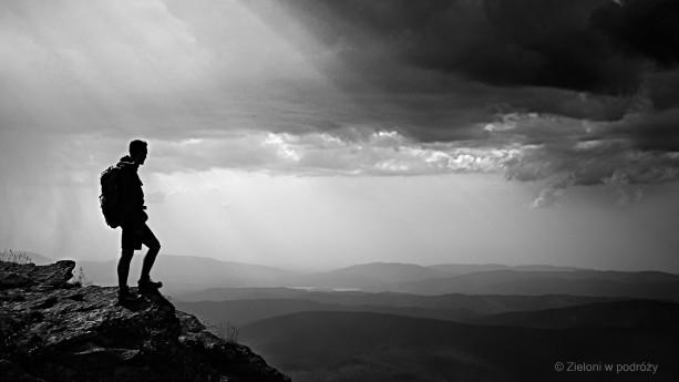 Pożegnanie z Babia Górą. Stało się jasne, że w tych warunkach lepiej nie pozostawać na szczycie.