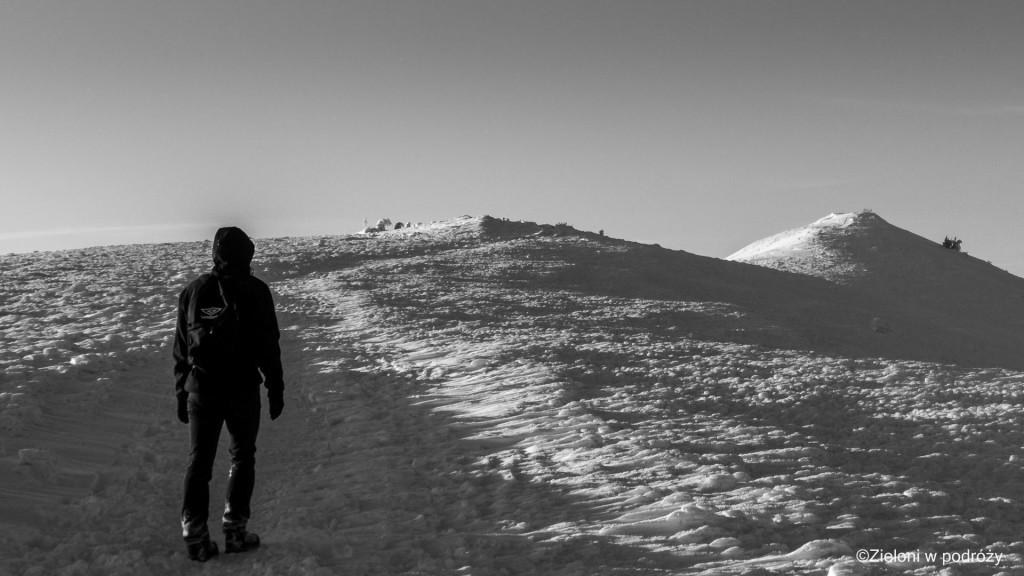 Spacer grzbietem Połoniny Wetlińskiej. Śnieg, wiatr i rozległe widoki pozwolił poczuć prawdziwie górski klimat.