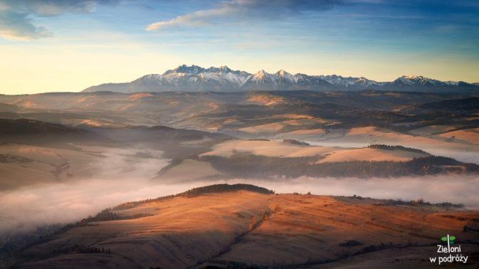 Tatry widziane z Trzech Koron. Zdjęcie wykonane po wschodzie Słońca