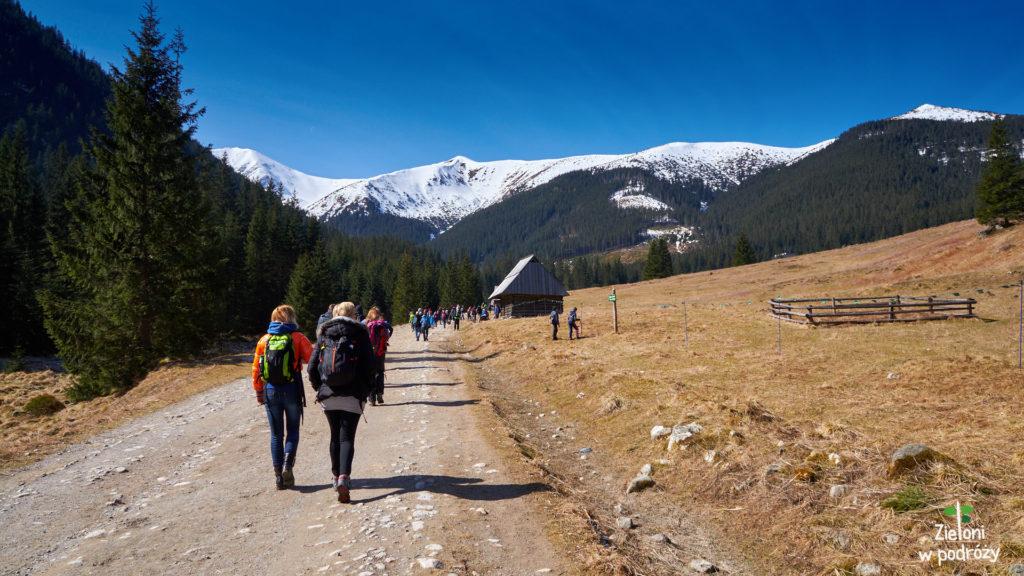 No i jesteśmy na miejscu. Wiosna w Tatrach zachwyca, a wkrótce zobaczymy te słynne tatrzańskie krokusy