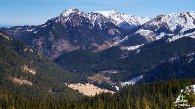 Rzut oka w stronę doliny i na Kominiarski Wierch