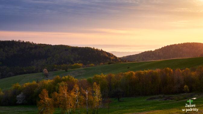 Wiosenne Przymiarki. Słońce zagościło tylko na chwilę, ale zdążyło świetnie pomalować krajobraz