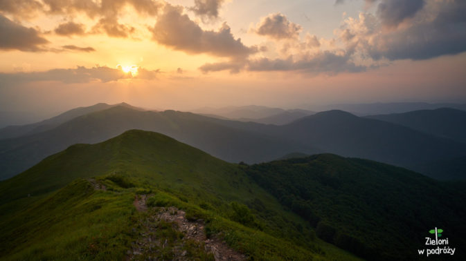 Słońce zachodzi nad Połoniną Wetlińską
