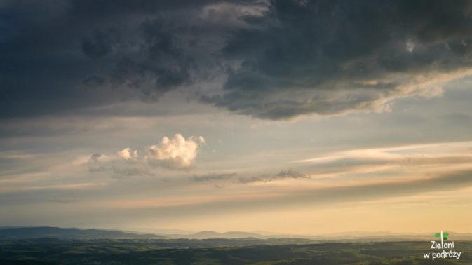 Wiatr powoli rozgania chmury