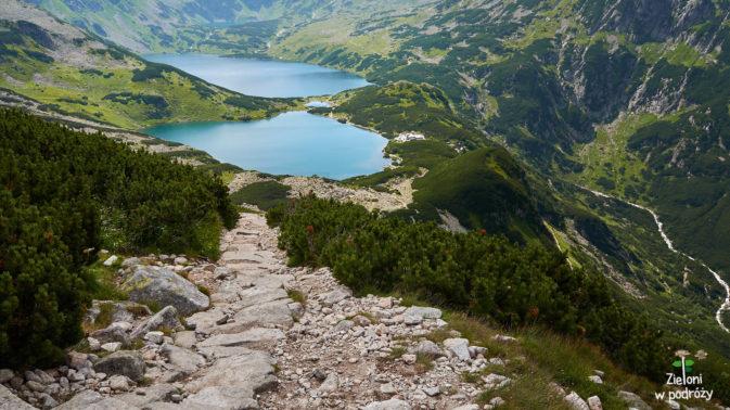 Dolina Pięciu Stawów widziana z góry. Łatwo rozpoznać charakterystyczny próg ściany stawiarskiej