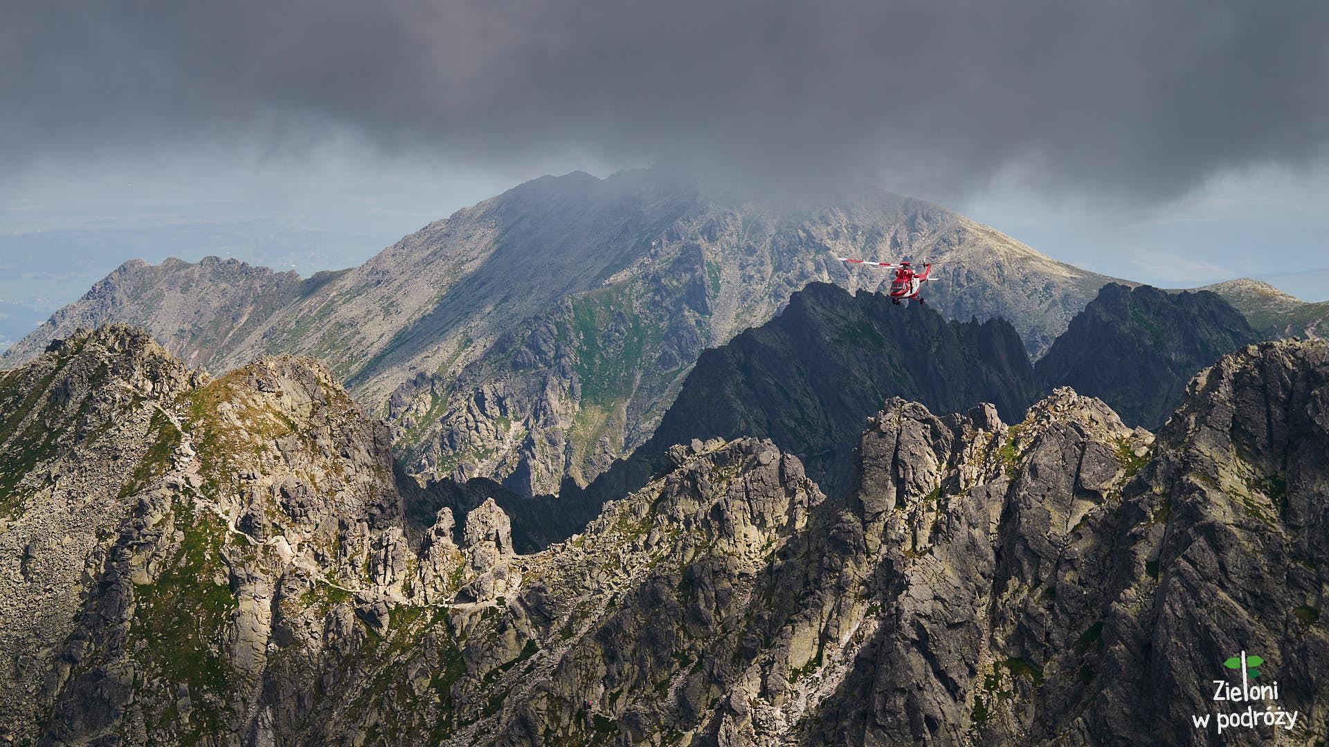 Ratownicy Topr nad Orlą Percią. Po lewej Granaty