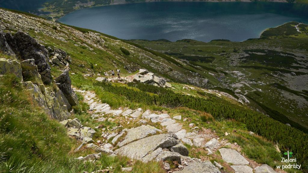 Szlak prowadzi zakosami wzdłuż Szerokiego Żlebu