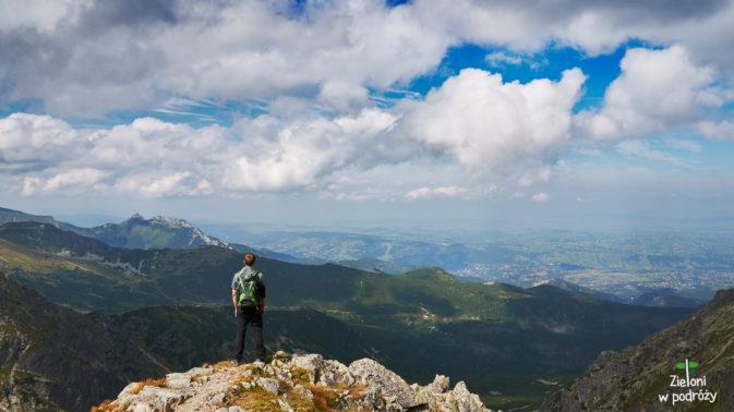 Granaty mogą jeszcze poczekać. Wędrując po górach łatwo odnieść wrażenie, że cały świat mamy u stóp