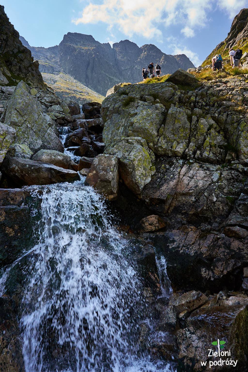 Prawdziwie górskie otoczenie i Kozi Wierch w tle