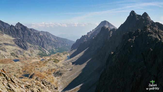 Panorama z Małej Wysokiej. Uwagę przyciąga przede wszystkim Staroleśny Szczyt. Za nim Sławkowski