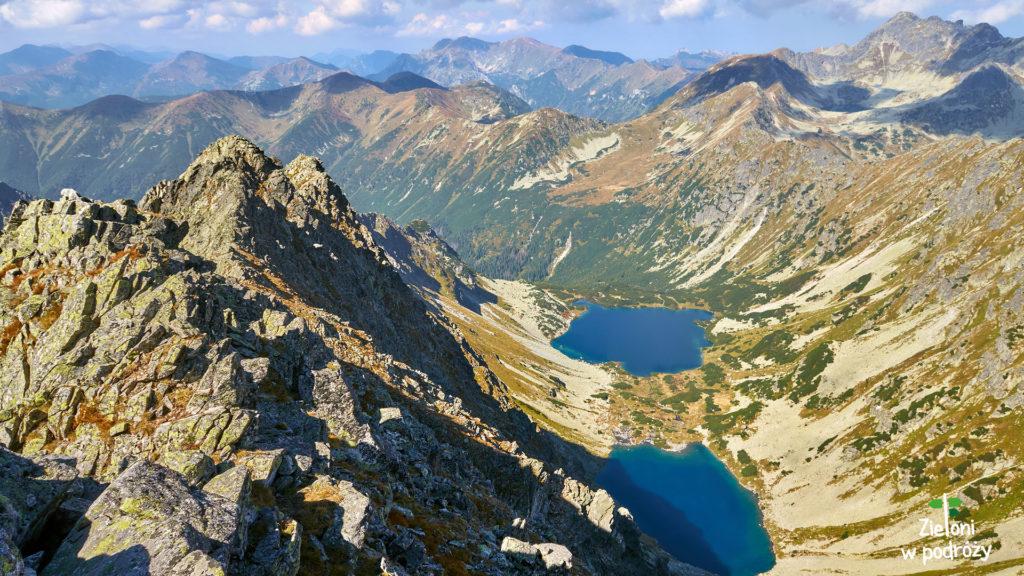 Rzut oka w stronę Doliny Ciemnosmreczyńskiej z Koprowego Wierchu