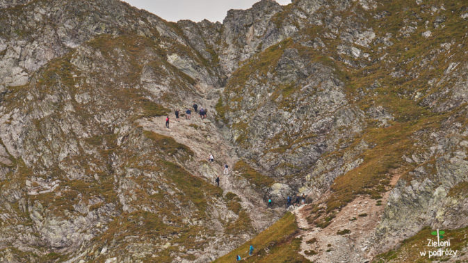Tak z daleka wygląda podejście na przełęcz. Wkrótce sprawdzimy tam swoje możliwości