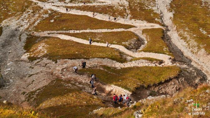 Tak z góry wygląda ścieżka dojściowa na Szpiglasową Przełęcz