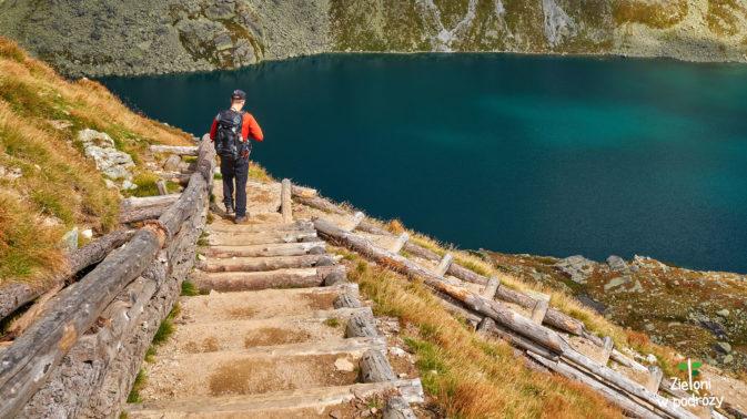 Z przełęczy schodzimy do Doliny Hińczowej