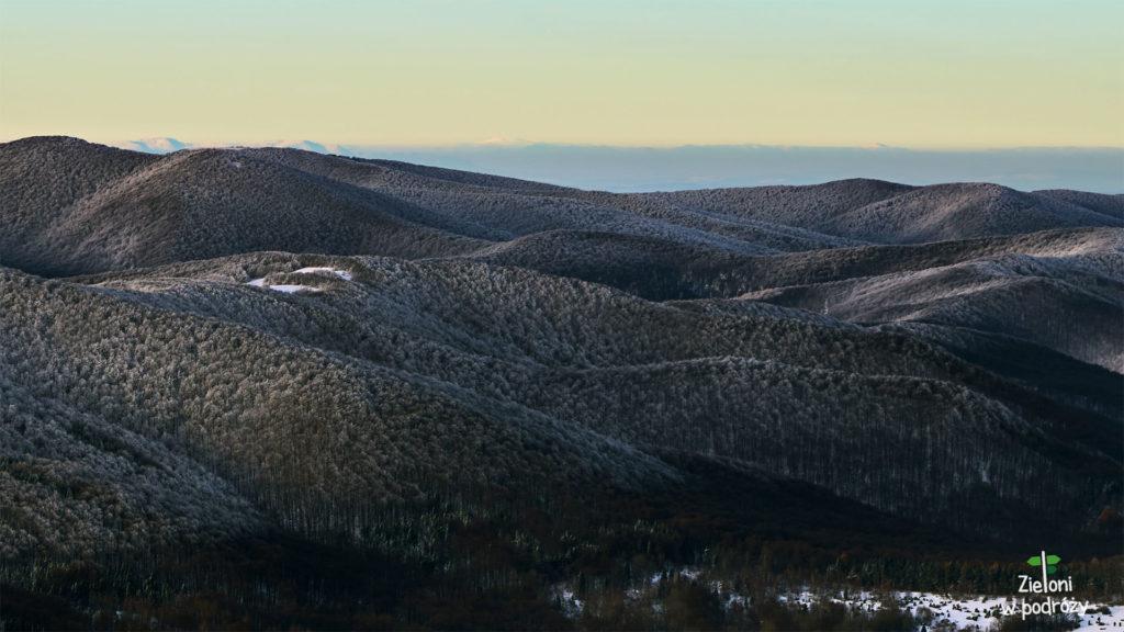 """Na deser jeszcze Kralova Hora, czyli Tatry, ale Niżne. To ta biała """"kopka"""" na środku. Dystans przekracza 180 km!"""
