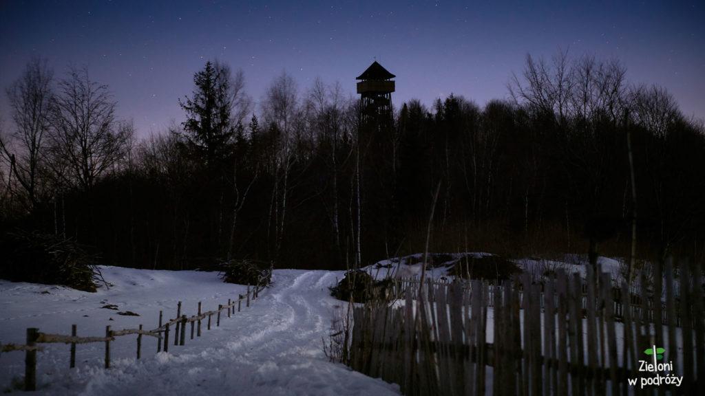 Widać już kontur wieży na Koziarzu. Wiem, że zdążę przed wschodem