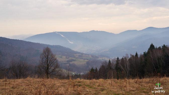 Góra Żar i wszechobecne już chmury