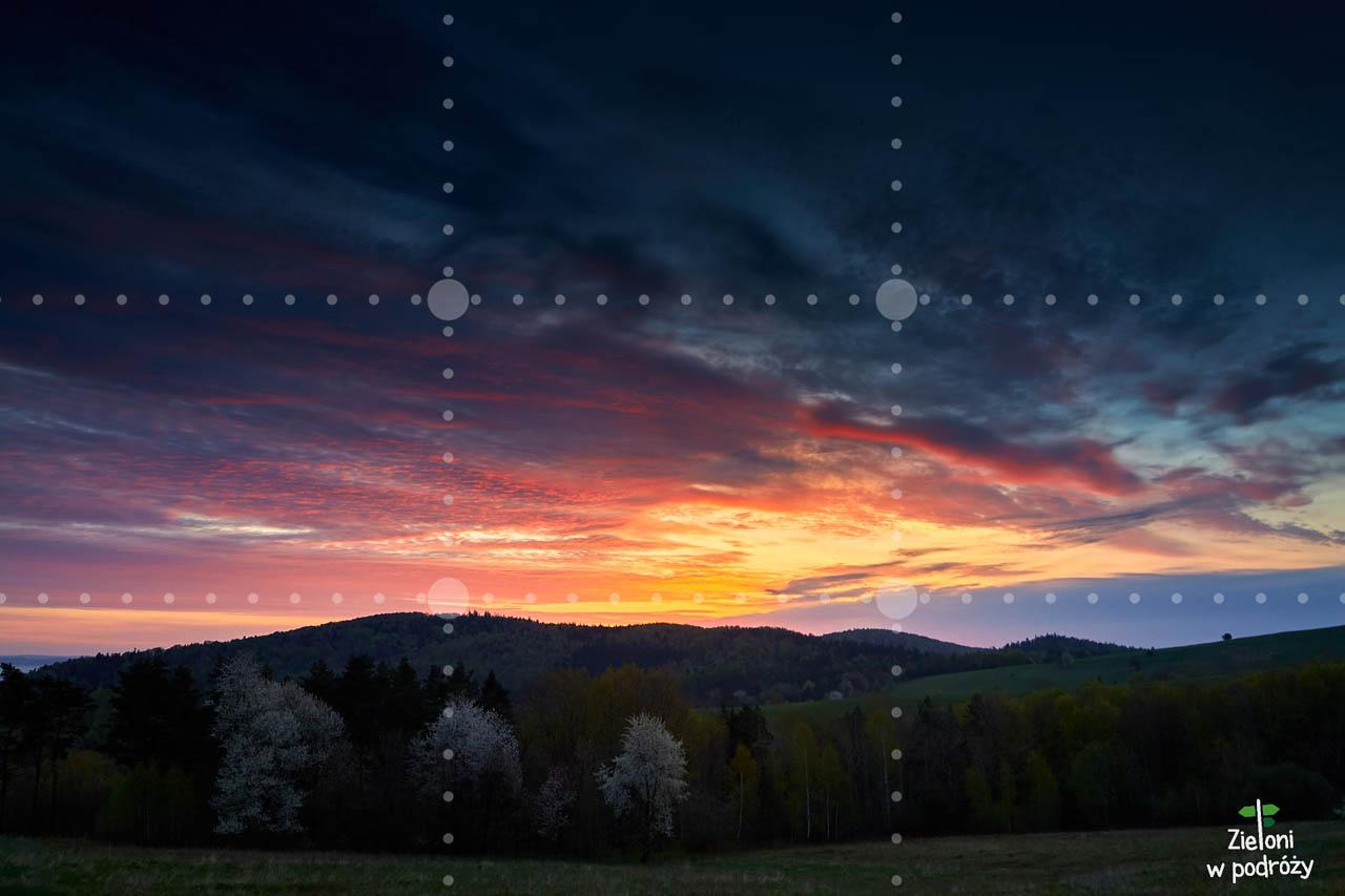 Skoro podświeltone chmury są ciekawsze, to niech one stanowią większość kadru