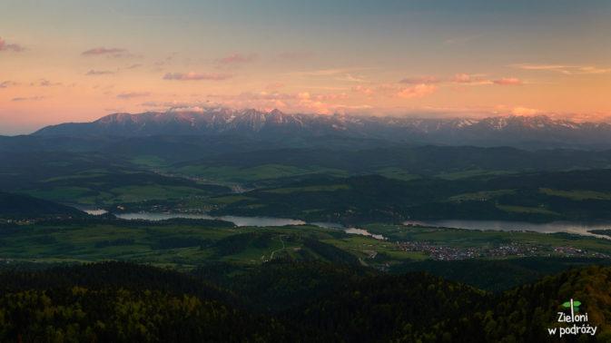 Tatry o zachodzie. Promienie padają już tylko na najwyższe szczyty w oddali