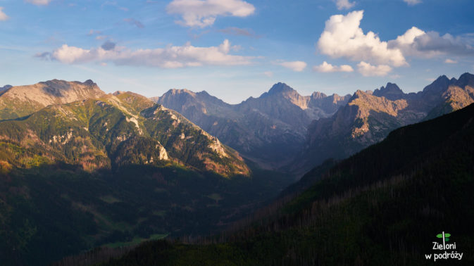 Gęsia Szyja i panorama ze szczytu. W środku Gerlach