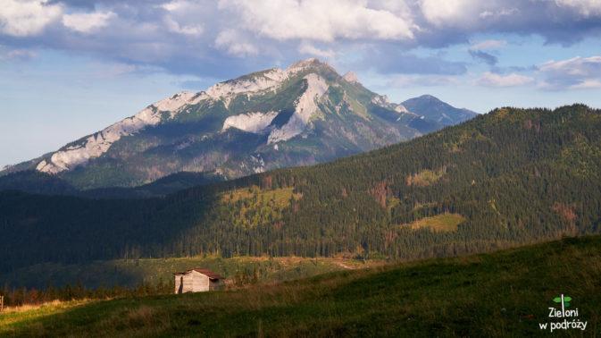 Tatry Bielskie w oddali. Klimat staje się coraz ciekawszy
