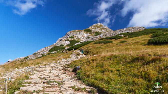 Mijamy Wyżnią Przełęcz Kondracką i ruszamy na szczyt
