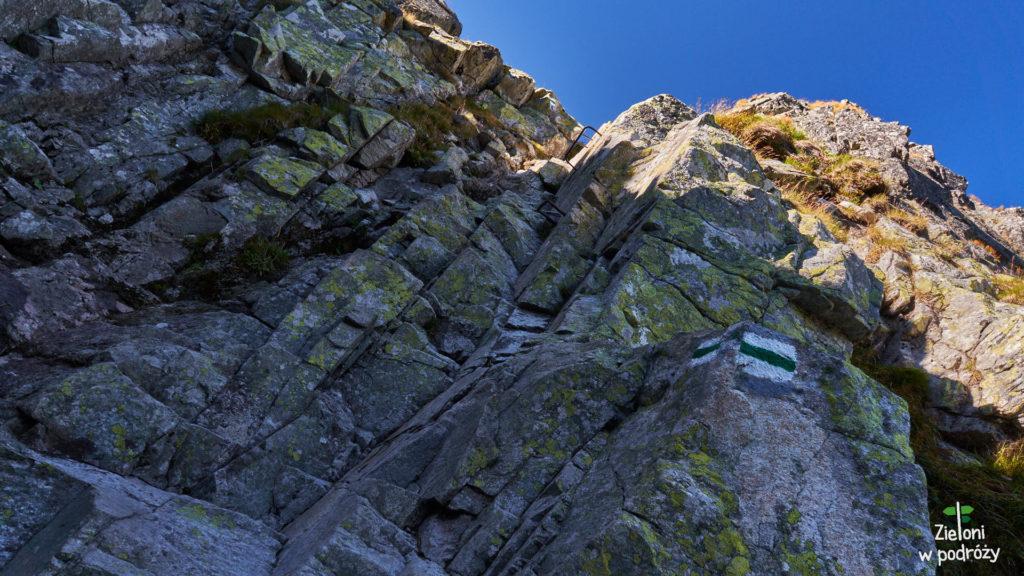Nieliczne klamry na szlaku na Mięguszowiecką Przełęcz pod Chłopkiem