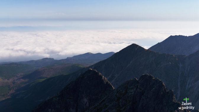 Panorama ze Świnicy i mizernie wyglądający Kościelec. Za to te chmury...