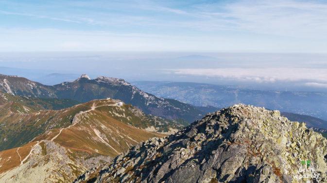 Panorama ze Świnicy. W oddali Kasprowy Wierch i Giewont. No i Babia Góra na horyzoncie