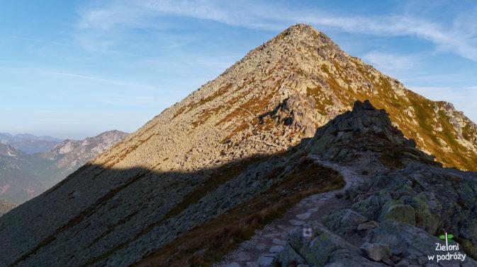 Widok z przełęczy na Pośrednią Turnię
