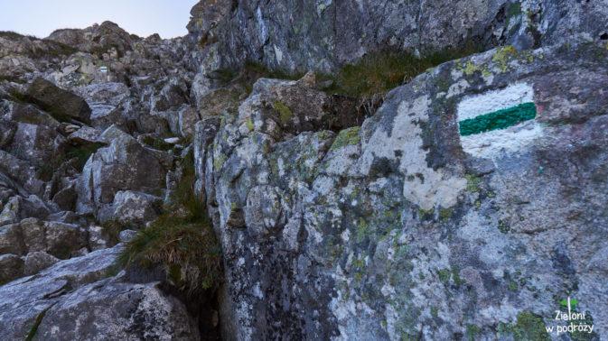 Zaczyna się najtrudniejszy etap podejścia na Kazalnicę. Długa, ale dobrze urzeźbiona skalna rynna