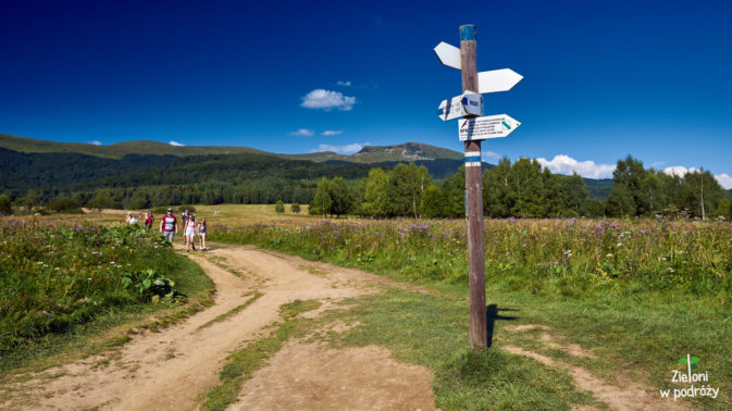 Początek szlaku z Wołosatego. W tle Tarnica