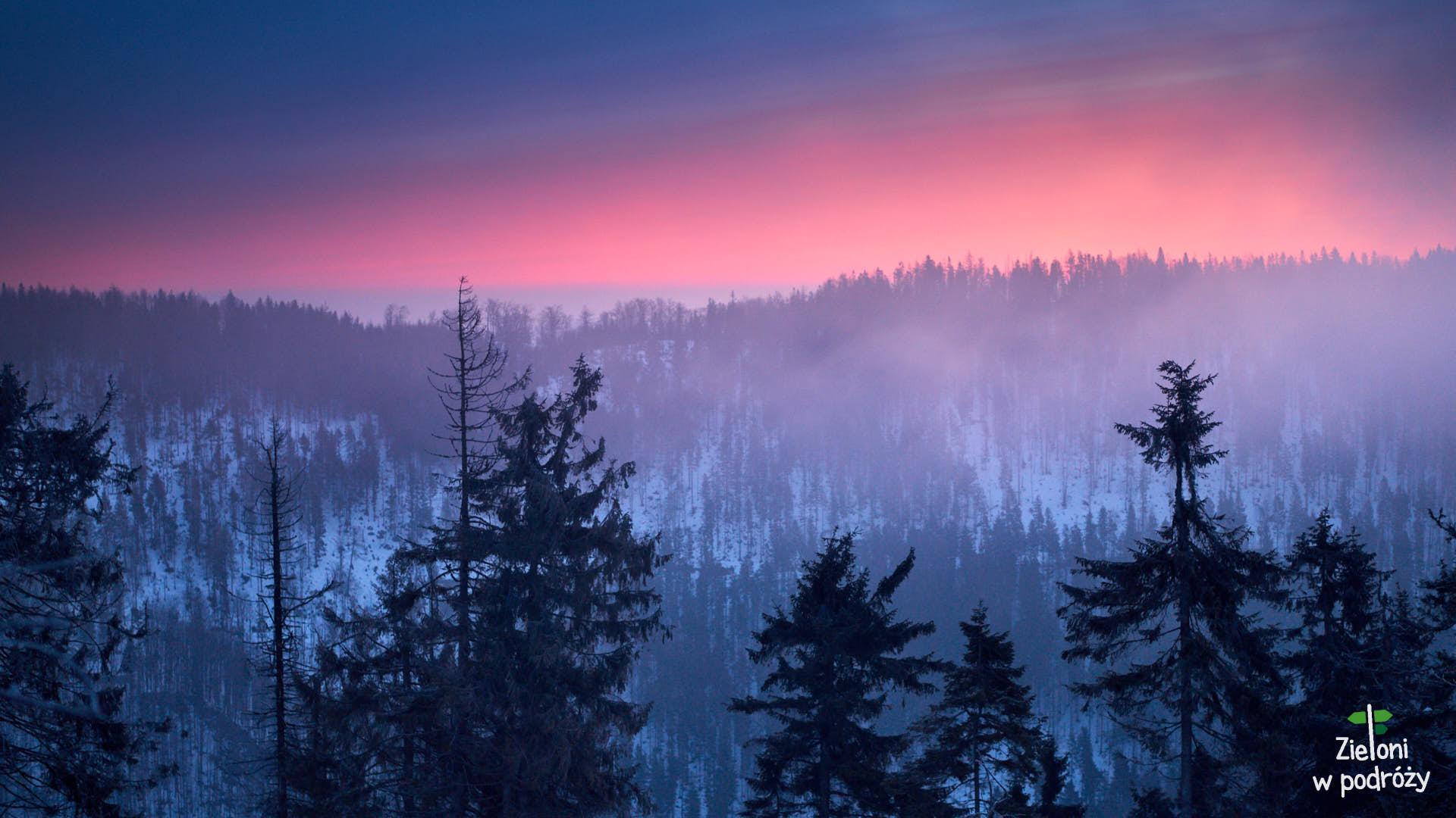 Przehyba zimą i okno na Tatry