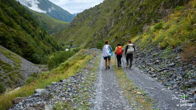 Mniej więcej taka droga doprowadzi nas już do wioski