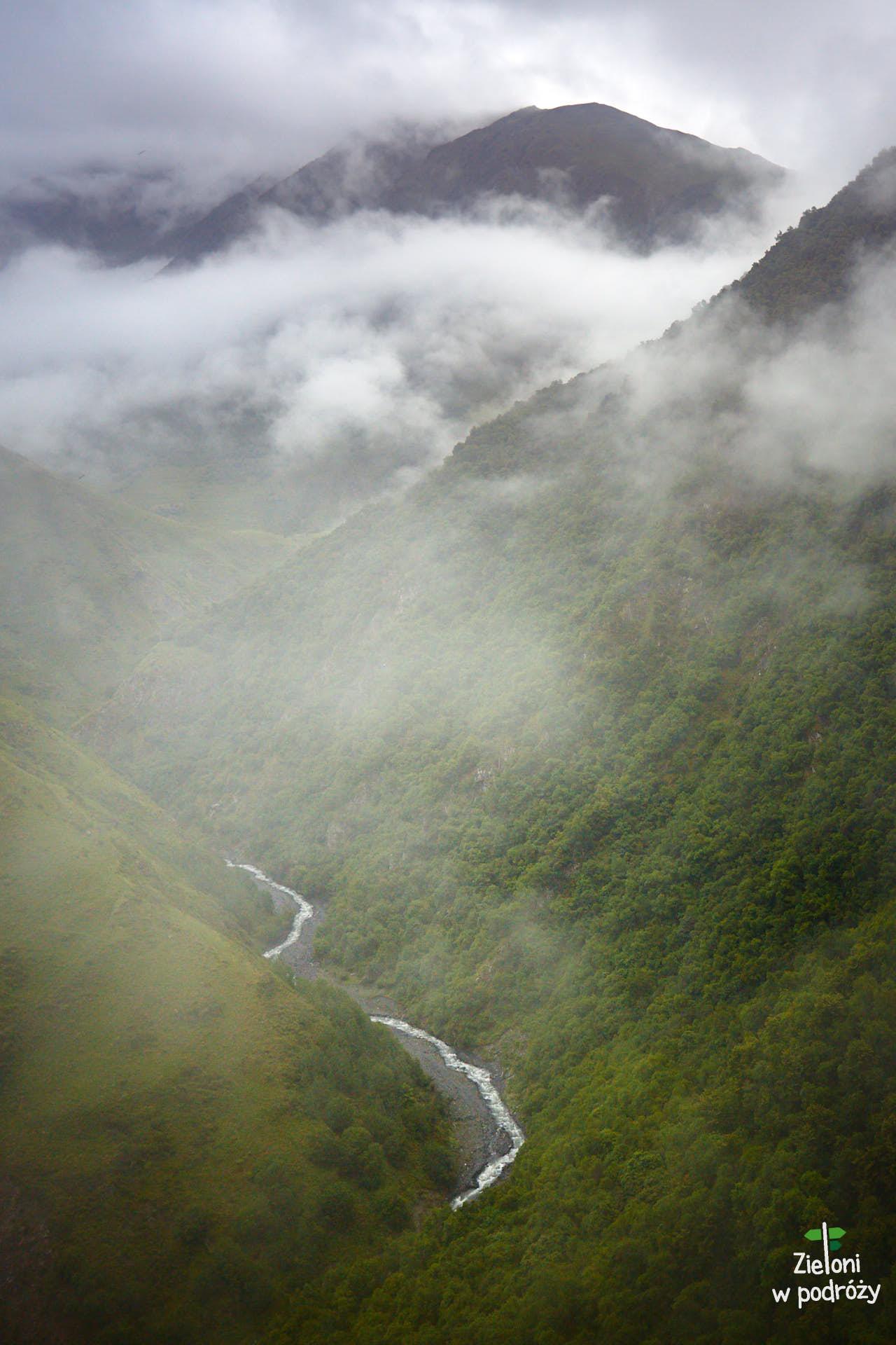 Opuszczamy grzbiet Khoditani i schodzimy w stronę rzeki