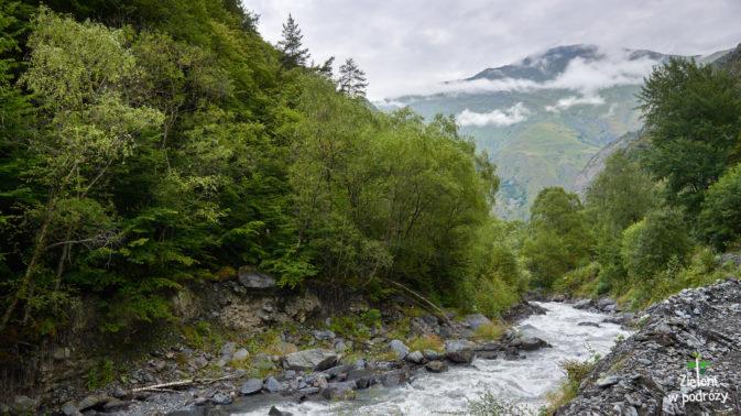 Rzeka, góry i chmury, czyli pogoda bez zmian
