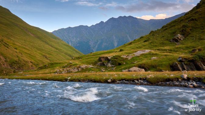 Rzeka, góry i spokój